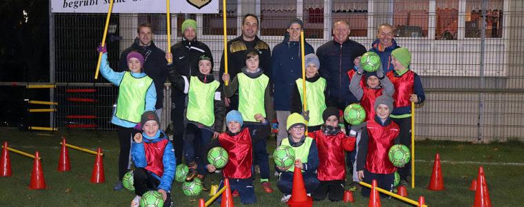 Förderverein Kickers Schwarz-Gelb beschenkt Jugendfußballer des VfL Riedböhringen